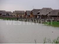 B городке Фертёэндред, расположенном на юго-восточном берегу озера Фертё предлагается на продажу новостроенный семейный дом
